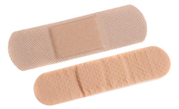Клеи-расплавы для медицинских пластырей и повязок представляют собой не содержащие растворителей составы, которые при нагреве превращаются в жидкость и наносятся в расплавленном состоянии. В нашей линейке представлены специальные клеи-расплавы предназначение для контакта с кожей. Применяется для фиксации повязок, компрессов, катетеров и прочих медицинских устройств. Присутствие оксида цинка в клеевом составе предотвращает появление раздражения на коже.